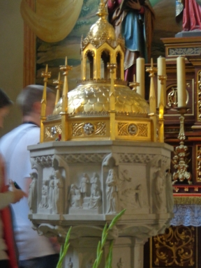 Pila donde recibió el bautismo San Juan Pablo II