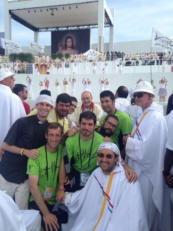 Los sacerdotes de Burgos con Don fidel